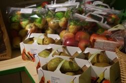 Saisonal verkaufen wir diverses frisches Obst und Gemüse!