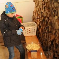Kevin ist im Element als Popcorn macher!