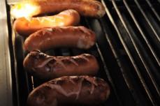 Cervelat und Pouletbratwürste aus eigenem Fleisch konnte man dieses Jahr geniessen!
