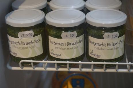 Auch dieses Jahr gibt es wieder unsere feine hausgemachte Bärlauch-Pesto mit Bärlauch aus der Region!